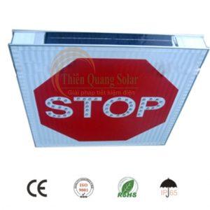 Biển báo STOP sử dụng năng lượng mặt trời